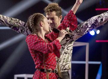 La increíble complicidad de David Bisbal y Sara Gálvez pidiendo 'Perdón' revoluciona la Semifinal de 'La Voz Kids'