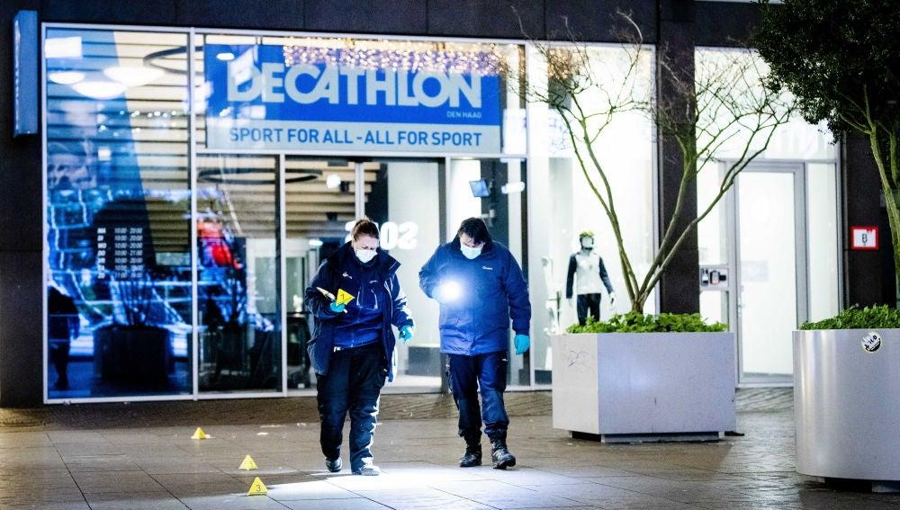 La Policía de La Haya buscando pruebas tras el ataque