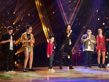 Fredi Leis y los semifinalistas de Melendi y Rosario Flores enternecen 'La Voz Kids' con 'Quiero darte'