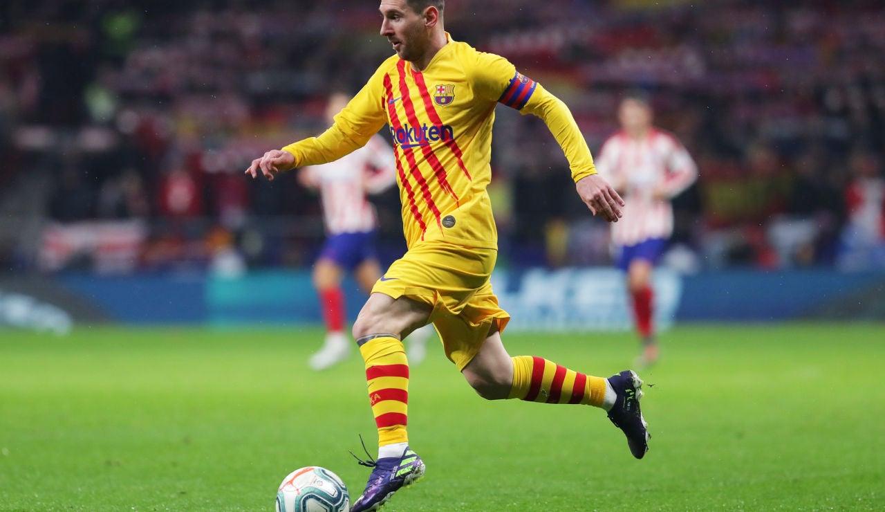 Messi controla el balón en el Wanda