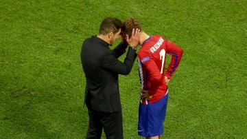 Simeone y Griezmann, durante un partido del Atlético