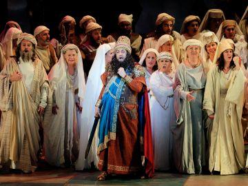 """El tenor Plácido Domingo durante el ensayo general ópera de Verdi """"Nabucco"""" en el Palau de les Arts de Valencia."""