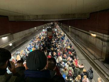 Colapso en la estación de Cercanías de Parla debido el retraso de los trenes