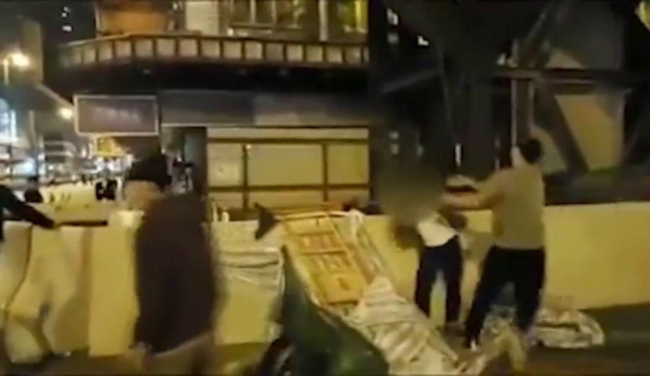 Brutal agresión con una alcantarilla a un hombre en Hong Kong