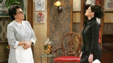 Shelley Morrison y Megan Mullally en 'Will y Grace' como Rosario y Karen Walker