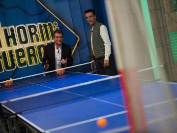 """Pablo Motos y Roberto Bautista se baten en un torneo de """"ping pong gol"""" en 'el Hormiguero 3.0'"""