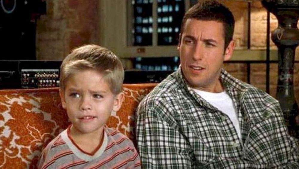 Adam Sandler y Cole Sprouse en 'Un papá genial'