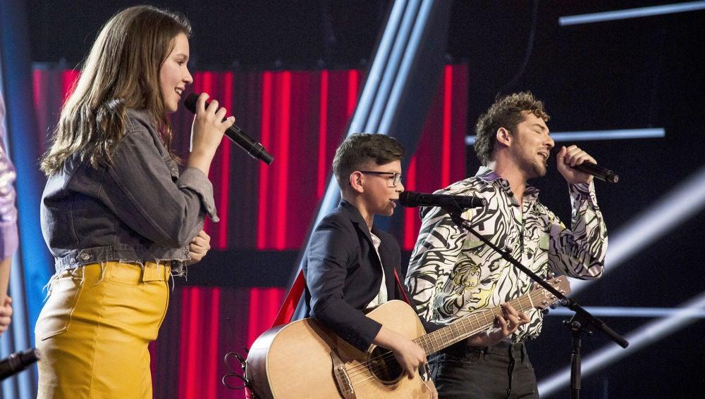 La brillante versión de David Bisbal cantando 'Dígale' con María Expósito y Salvador Bermúdez en 'La Voz Kids'