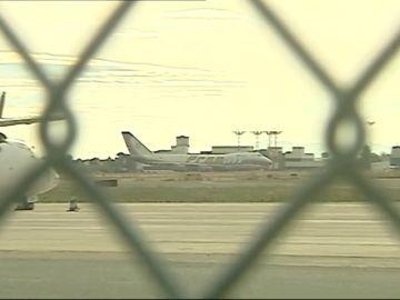 El aeropuerto de Valencia saca a subasta sus 24 aviones abandonados