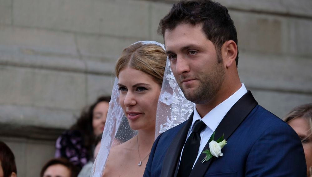 Kelley Cahill y John Rahm