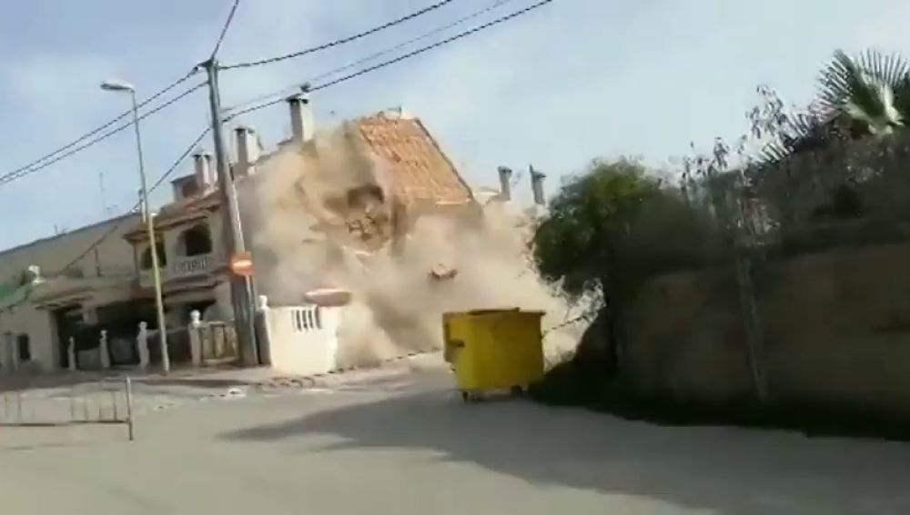 Un desalojo a tiempo: así fue el derrumbe de una vivienda unifamiliar en Alicante