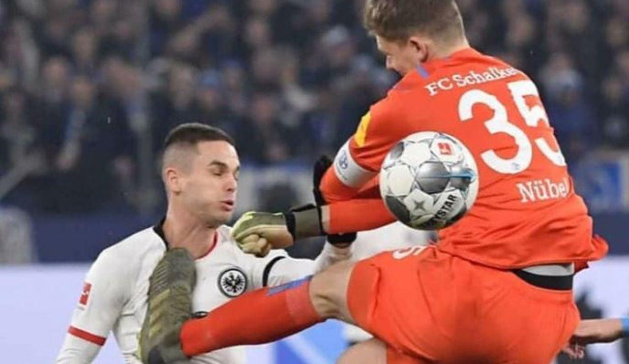Nüebel golpea en el pecho de Gacinovic
