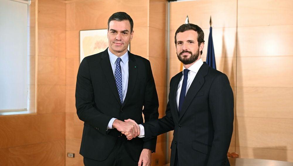 El presidente del Gobierno en funciones, Pedro Sánchez, y el líder del PP, Pablo Casado