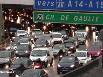 París, colapsada por los transportistas en su pulso contra Macron