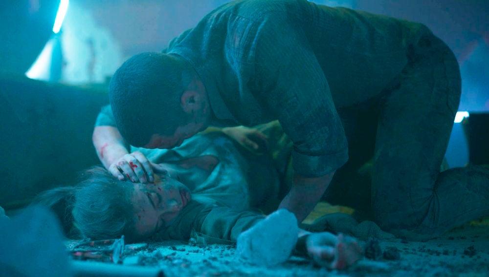 Una muerte marca un inesperado final en la vida de Triana y Hugo