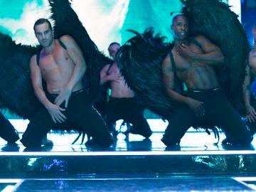 Los 'Toy boy' arrasan con su baile más oscuro en el Inferno
