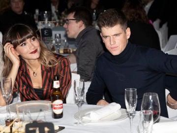 Aitana y Miguel Bernardeau durante los premios MIM