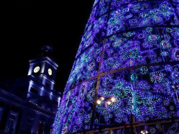 Vista del árbol de Navidad de la Puerta del Sol de Madrid