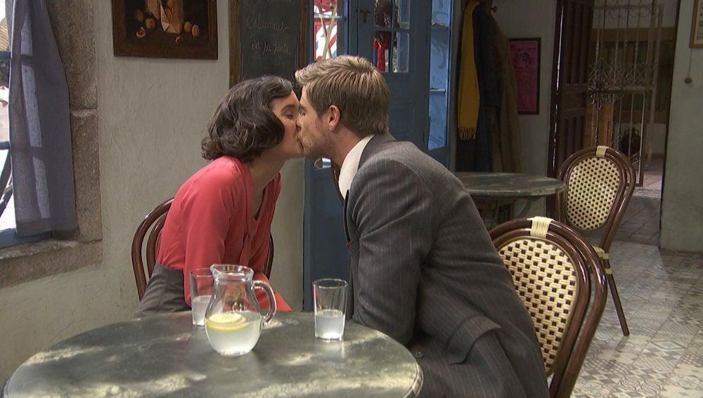 Adolfo sorprende a Rosa con la petición de mano más inesperada