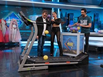 Marron sorprende a Cristina Pedroche jugando a mandar pelotas a otra dimensión