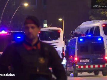 Los autobuses de Barcelona y Real Madrid llegan sin problemas al Camp Nou
