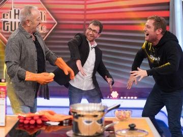 El Monaguillo se atreve a cocinar frente a Karlos Arguiñano con un baile estrella