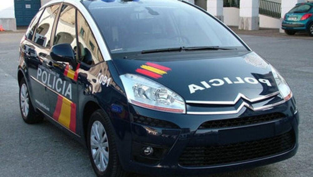 Un hombre ha sido detenido por arrojar a su mujer embarazada desde un coche en marcha en Sevilla.