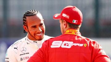 Hamilton habla con Vettel durante un Gran Premio