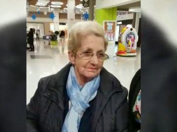 La anciana de La Línea atracada en una farmacia usa los donativos para comprar regalos a niños necesitados