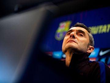 Ernesto Valverde, ante los medios