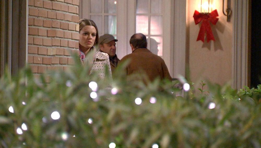 Lourdes presencia una bonita escena entre Julia y Guillermo