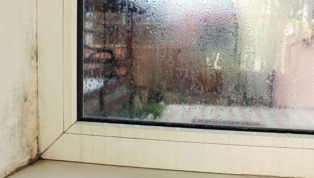 Humedad en la ventana de casa