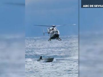 Persecución de un helicóptero a una narcolancha en La Línea