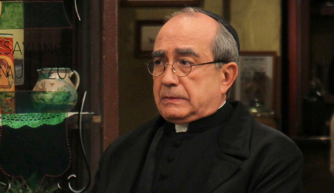 Mario Martín como Don Anselmo en 'El secreto de Puente Viejo'