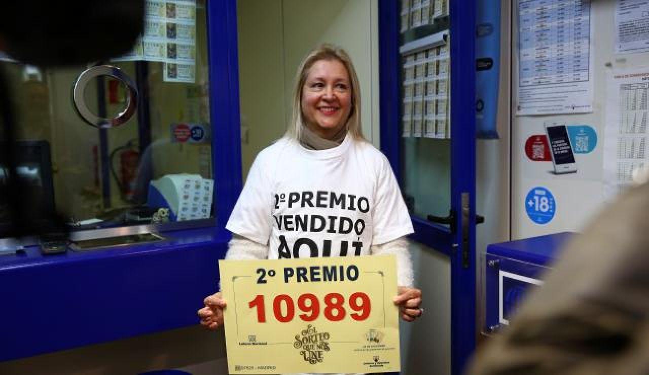 ¿De dónde salen los carteles y las camisetas con los números premiados?