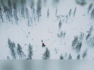 Papa Noel parte su viaje desde Laponia para repartir miles de regalos