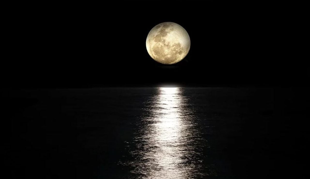 Eclipse lunar: Cómo y cuándo ver el eclipse total de luna hoy desde España