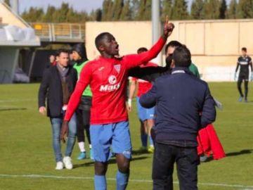 El futbolista de La roda, que sufrió los gritos racistas