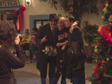 Nos colamos tras las cámaras de 'El secreto de Puente Viejo' para vivir la Navidad junto a los actores