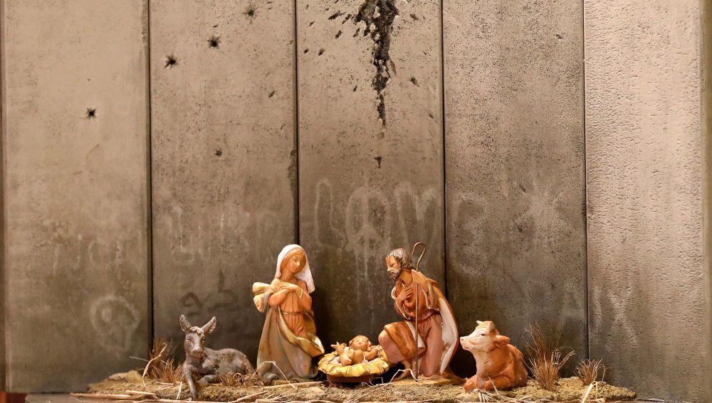 Banksy instala en Belén un provocador pesebre con muro y agujero de proyectil