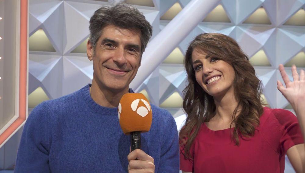 Jorge Fernández y Laura Moure felicitan la Navidad a los seguidores de 'La ruleta de la suerte'