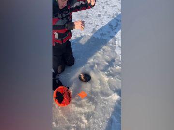 Pescando en el hielo