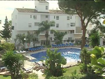 Investigan si un fallo en el sistema de succión de la piscina de Mijas pudo ser la causa de la muerte de un padre y sus dos hijos