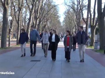 Iñaki Urdangarin estrena su permiso asistiendo a misa y paseando por Vitoria con la infanta Cristina y sus hijos