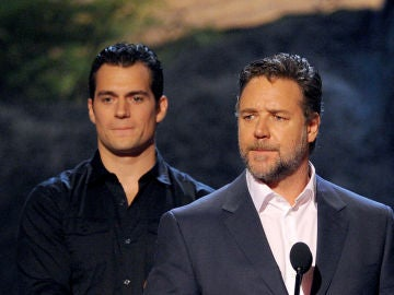 Henry Cavill junto a Russell Crowe