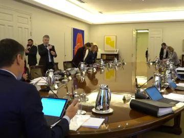La oposición recibe al Gobierno con acusaciones de despilfarro y división