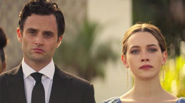 Penn Badgley y Victoria Pedretti en 'You'