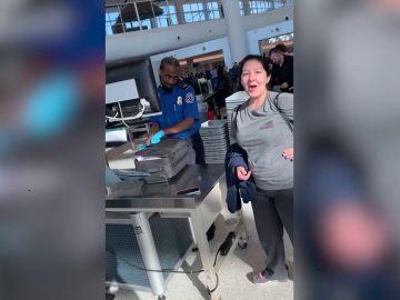 Broma en el aeropuerto