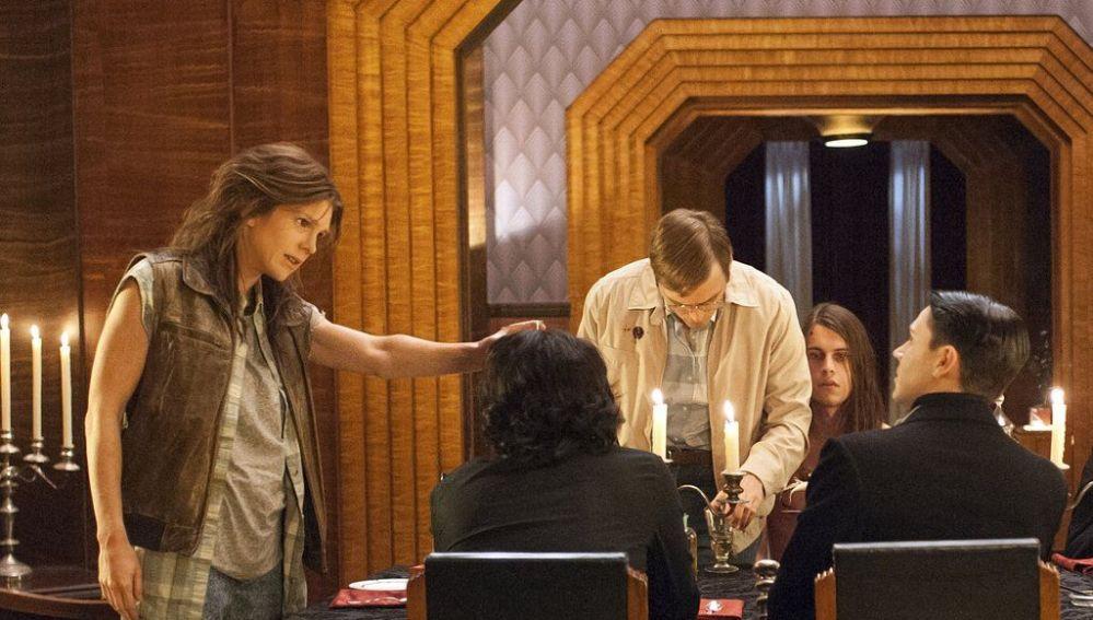 Harry Hains en 'American Horror Story' (segundo por la derecha)