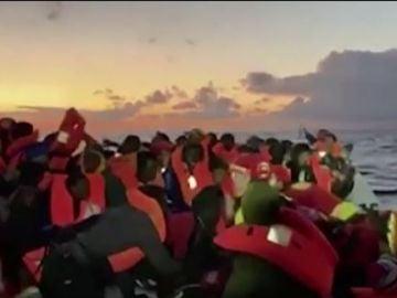 Rescatan a 120 inmigrantes en un sólo día